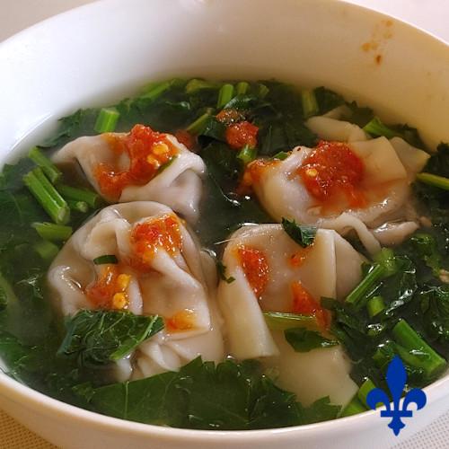 dumpling dans une soupe.